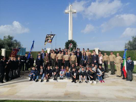 """Studenti dell'Istituto Gemmellaro di Catania partecipano al """"XIV Memorial Day per i Caduti di tutte le guerre"""""""