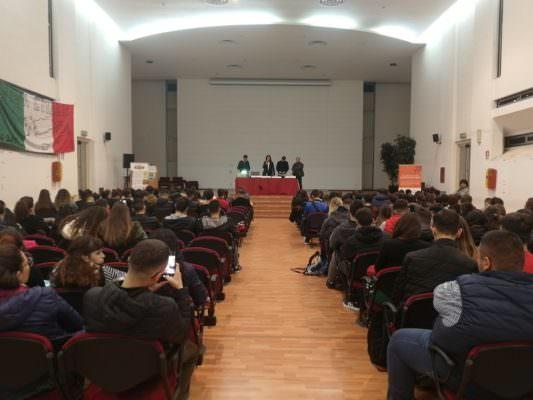 """Gli studenti dell'istituto """"Carlo Gemmellaro"""" di Catania incontrano l'associazione antiracket Addiopizzo"""