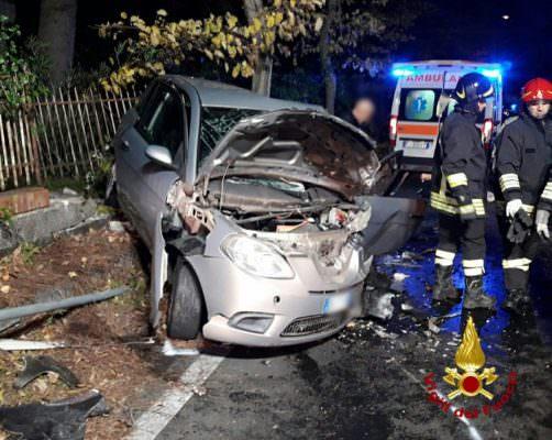 Incidente nel Catanese, nuovi DETTAGLI sul terribile scontro frontale: auto a rischio esplosione