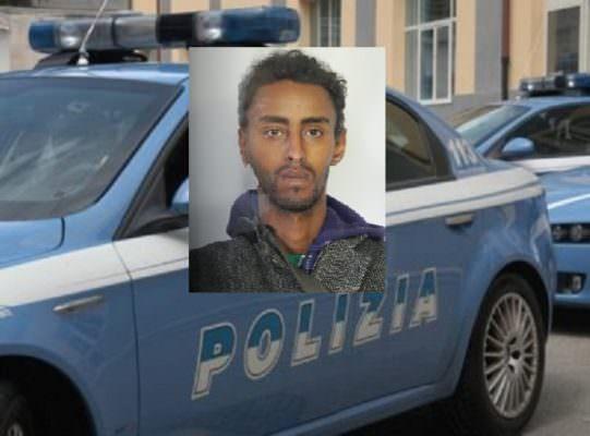 Spaccio di droga a Catania, sorpreso a vendere marijuana a due minori: 24enne in manette