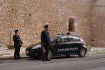 Aveva l'obbligo di restare in casa, ma usciva a depredare auto parcheggiate: arrestato