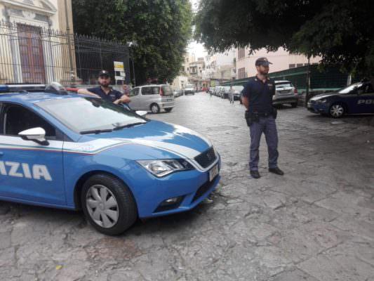 Agenti in azione nelle piazze dello spaccio: arrestati 5 giovani pusher