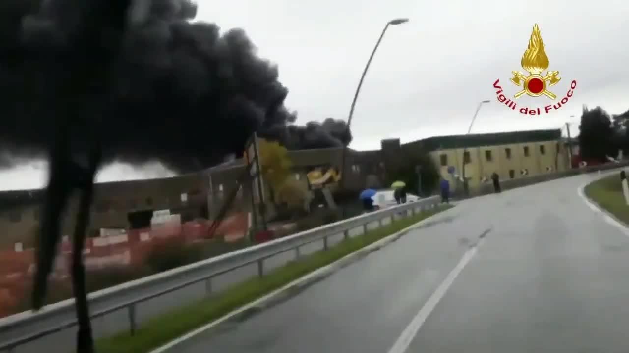 Incendio in un deposito di materie plastiche nel Padovano