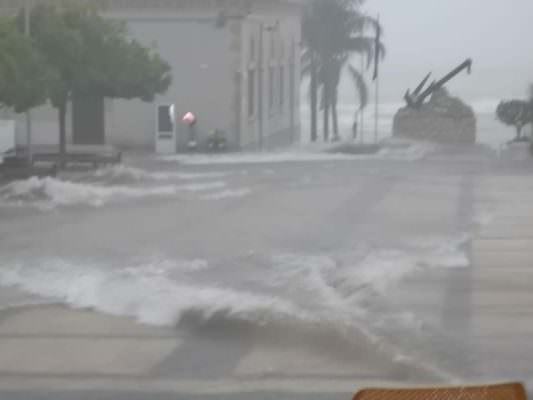 Forti piogge in Sicilia, proseguono i disagi: strade invase da acqua e fango, scattano le chiusure