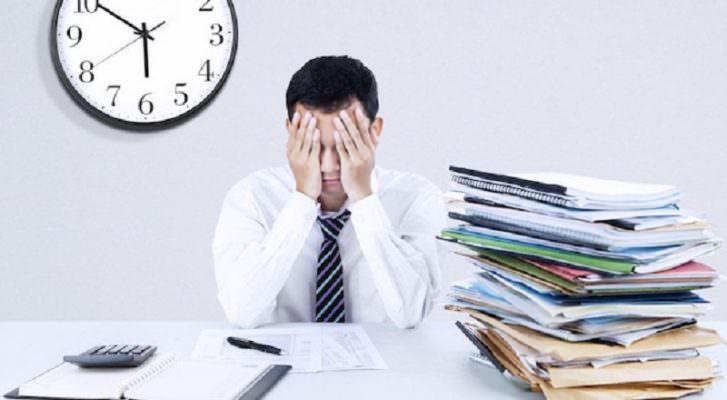 Lavorare è una sfida, lo stress lavoro correlato: mancanza di energie e umore sottoterra