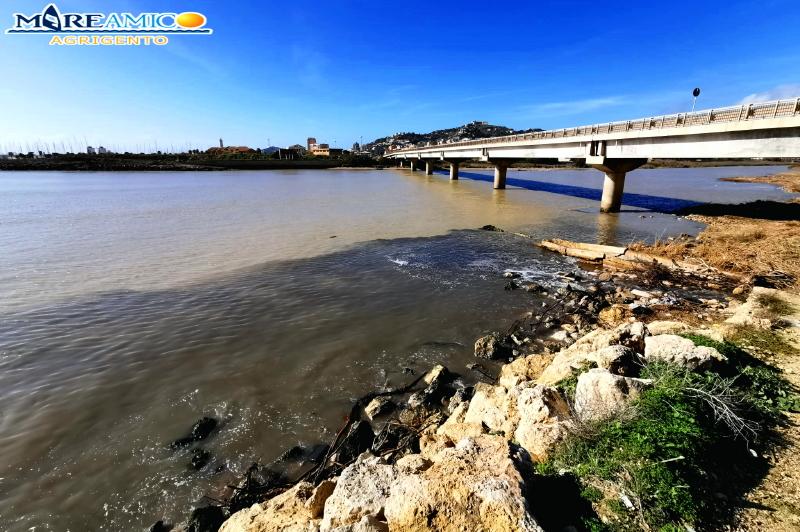 Sversamento di liquami nella foce del fiume Salso, l'associazione MareAmico denuncia l'accaduto – FOTO e VIDEO