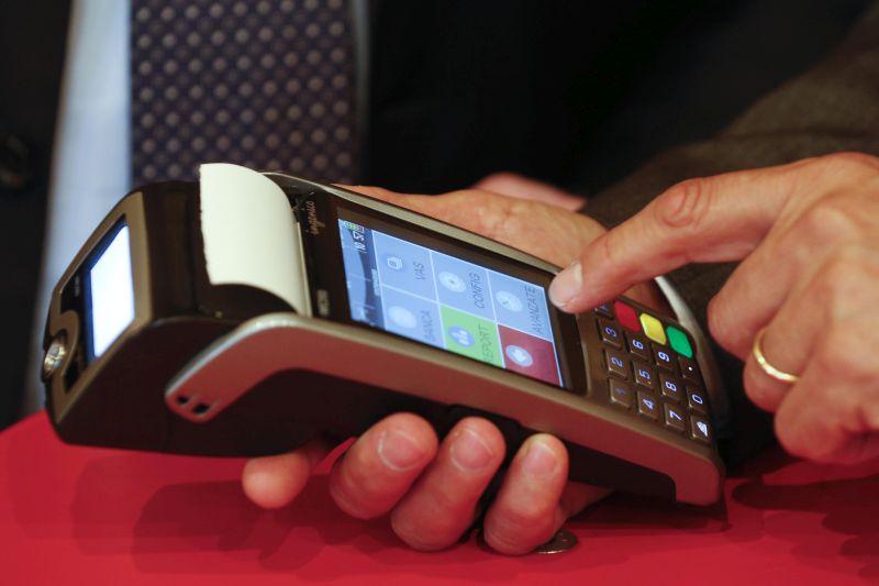 """L'Italia prepara la """"corsa al pos"""", arriva il cashback. Dall'8 dicembre rimborsi per i pagamenti con carte e app: ecco i requisiti"""