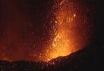 """Etna, eruzione """"mordi e fuggi"""" nel corso della notte: tornano cenere e fontane di lava – I DETTAGLI"""