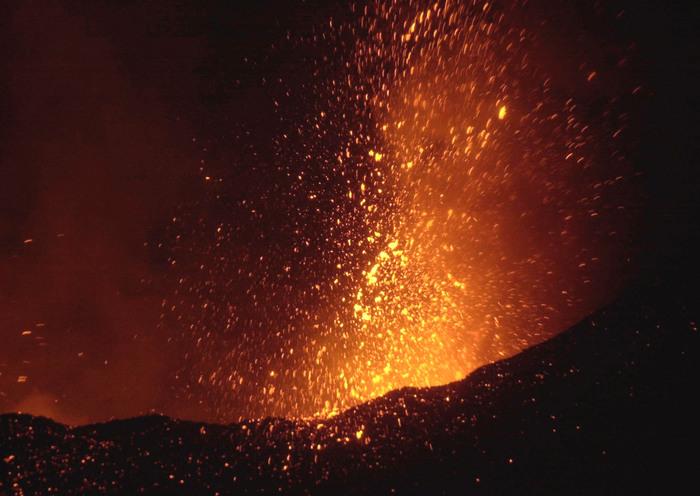 L'Etna è maschio, femmina o gender fluid? Il sesso del vulcano tra letteratura e modernità