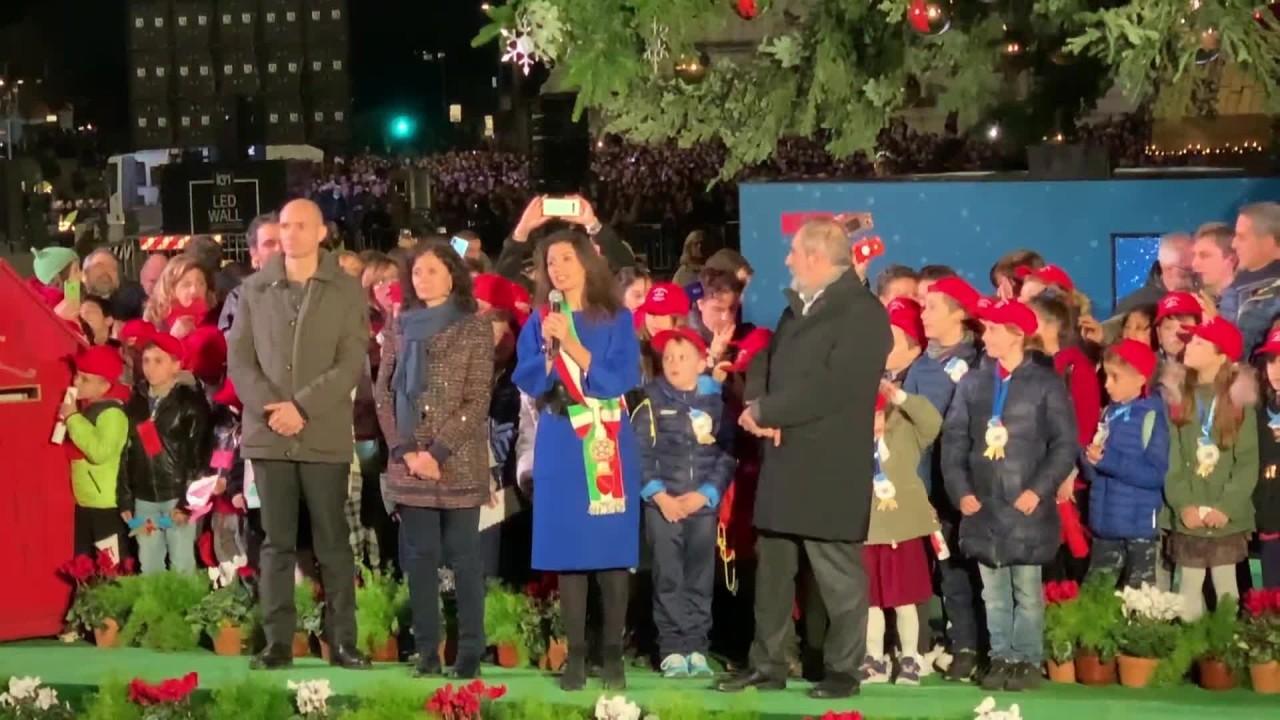 """A Roma acceso albero di Natale """"Spelacchio"""""""