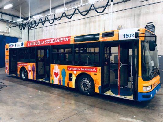 """""""Un buon pasto riscalda il cuore"""", a Catania il via all'autobus della solidarietà"""