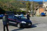 Senza assicurazione tenta di sfuggire a controllo dei carabinieri e li urta con l'auto: arrestato 26enne