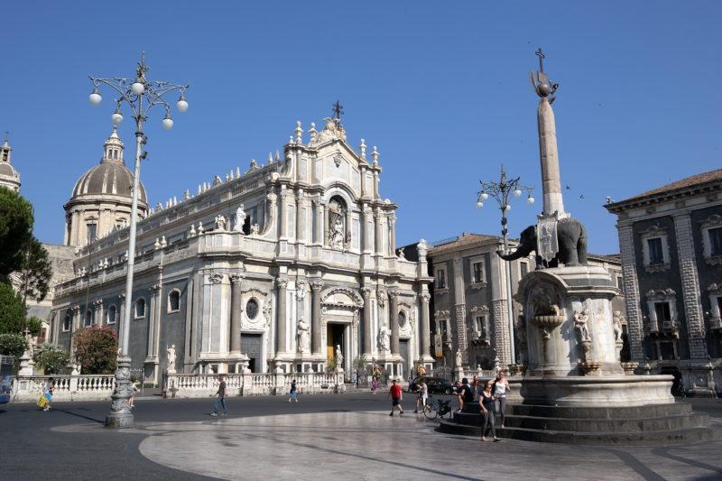 Catania, record di controlli anti-Coronavirus: città serrata, chiusi 7 negozi nel centro storico