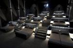 Cinema sdraiati a letto: l'esperimento della compagnia svizzera Pathé Suisse