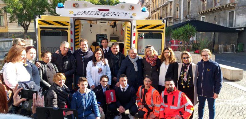 """Catania, piazza Teatro Massimo ha un defibrillatore grazie all'iniziativa """"Il cuore di Raffaele"""""""