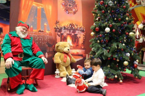 Bambini, la felicità e la speranza del Natale