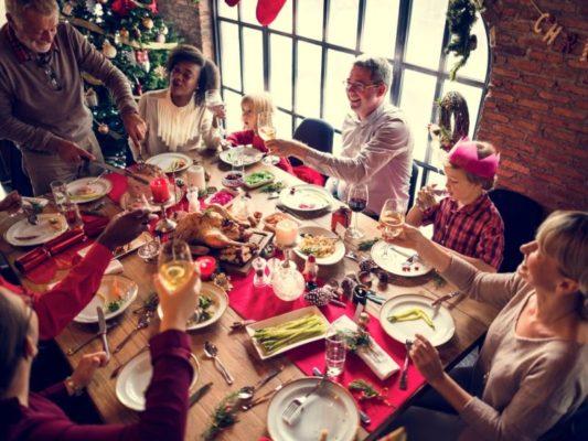 Menù Vigilia di Natale, le idee per una cena sfiziosa: antipasti, primi, secondi, dolci e scacciate