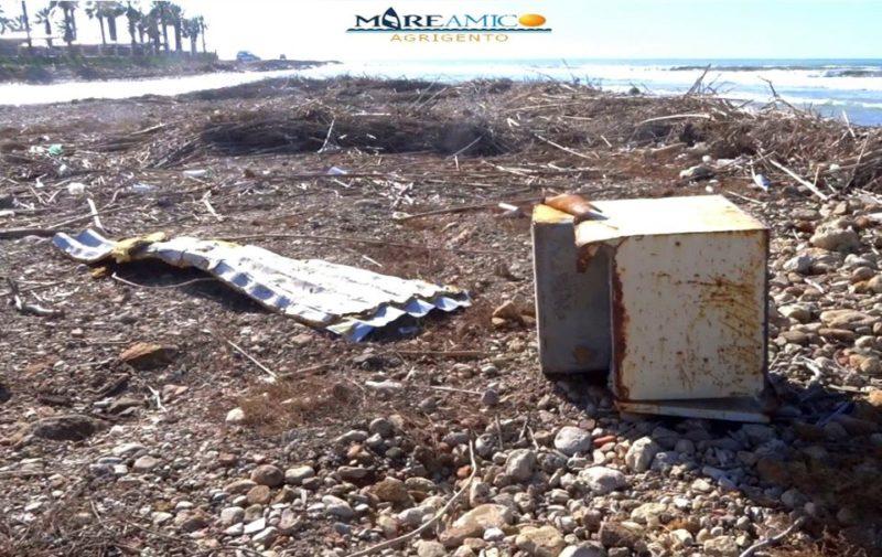 """Spiagge della Babbaluciara e della Maddalusa """"invase"""" dai rifiuti: l'allarme di Mareamico"""