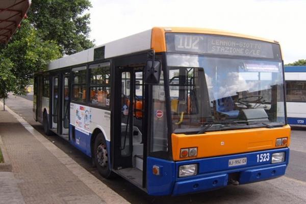 Borseggiatore fermato su autobus in via Vittorio Emanuele: 21enne invitato ad allontanarsi per 48 ore
