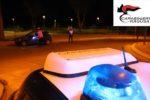 Schiaccia carabiniere contro auto e va a festeggiare il compleanno di un amico: arrestato 19enne