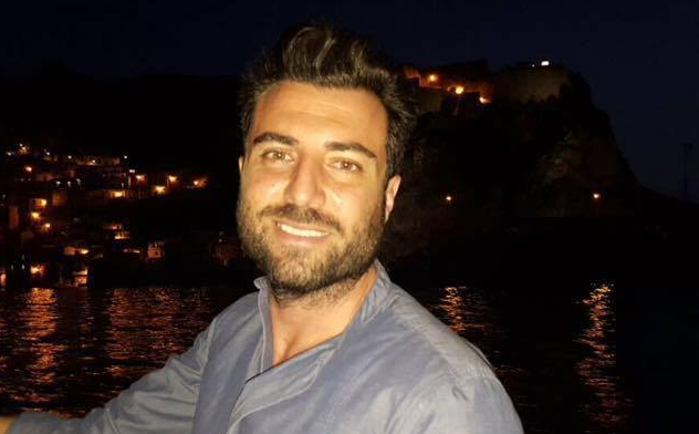 Dolore e commozione ai funerali di Elio Finocchiaro: lanciati palloncini bianchi in ricordo del 40enne scomparso