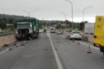 Camion impatta con tre auto, paura lungo la SS124: donna estratta dalle lamiere