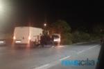 Catania, scontro auto-furgone in via Fratelli Cairoli: sanitari del 118 sul posto per soccorrere un ferito
