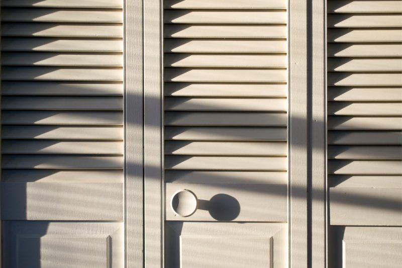 Tragedia in Italia, bimbo di 8 anni apre l'armadio e resta soffocato tra i vestiti