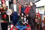 """Catania, il """"Jingle Bus"""" Amt fa tappa al parco Falcone: Babbo Natale incontra bambini e studenti"""