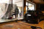 Sfondano vetrina di via Garibaldi e rubano nel negozio: furto con spaccata nel Catanese