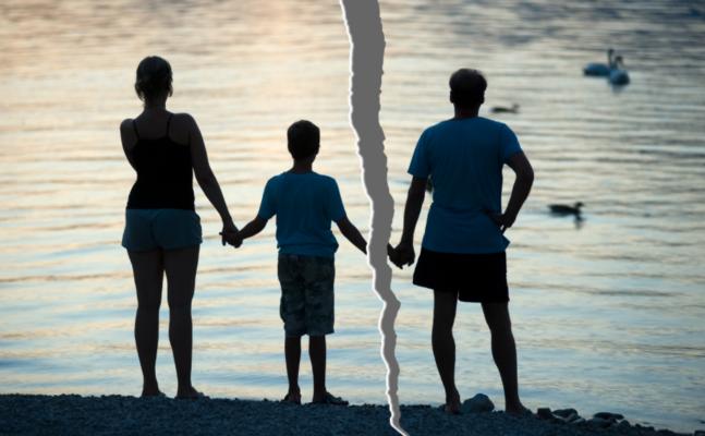 Se la madre impedisce al padre di vedere i figli: è un reato
