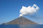 Stromboli, trabocco lavico esaurito: continua l'emissione di vapore e l'innalzamento di cenere