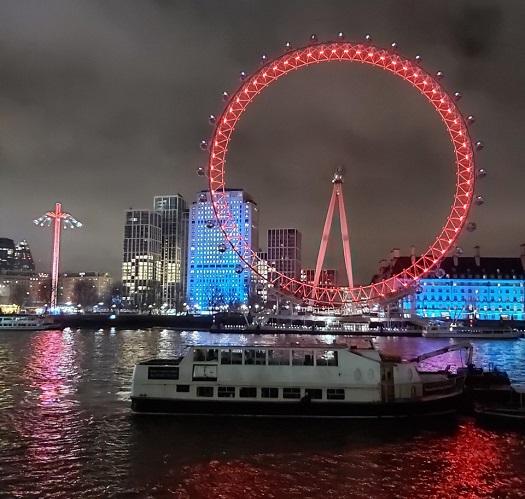 """Alberi, luci e tanto altro nella """"città del Natale"""": un viaggio per scoprire Londra in festa – FOTO"""