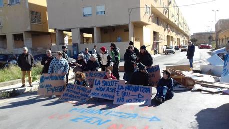 Emergenza rifiuti: quartiere Zen 2 si ribella e organizza un sit-in