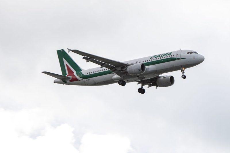 """Usa VS Iran, ripercussioni anche sui trasporti via aerea. Sospesi i voli per il Medio Oriente: """"Alitalia si adegui"""""""
