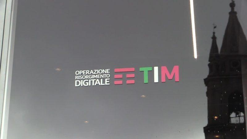 """Tappa ad Acireale per la """"scuola"""" digitale di TIM"""