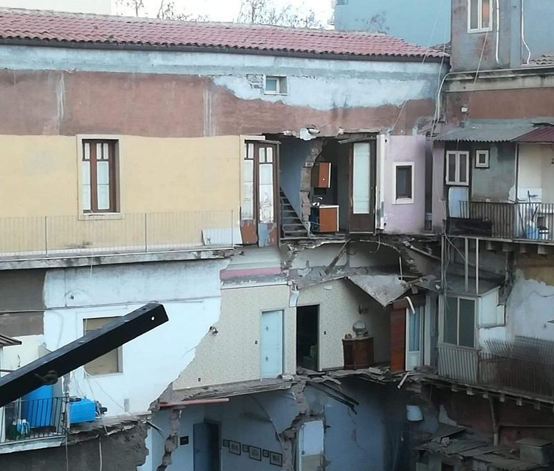 """Crollo in via Castromarino a Catania, dopo un mese i """"disastrati"""" chiedono risposte: """"La loro vita non si è spezzata ma si è interrotta"""""""