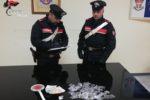 """Blitz in una palazzina, ingente ritrovamento di cocaina e hashish: """"colpita"""" una nota piazza di spaccio"""