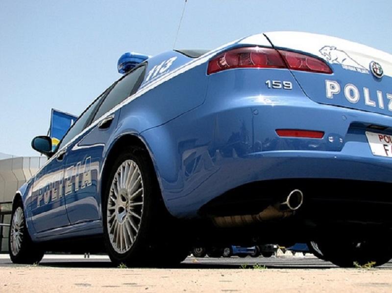 Tentato omicidio a Catania, si lancia con la macchina a velocità su un gruppo di stranieri: un uomo in manette