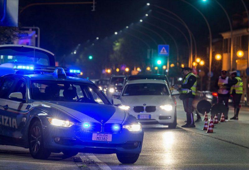 Sfugge al posto di controllo, folle corsa con inseguimento e schianto finale fuori strada: denunciato minorenne