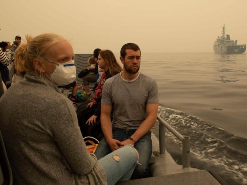 """Australia in fumo, scene """"da film di guerra"""": iniziano le operazioni di evacuazione, morti e dispersi"""