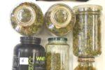 Quasi un chilo di marijuana nascosto tra le botti di vino in garage: arrestato 22enne