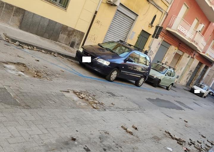 """Catania, via Guzzardi nel degrado. Comitato Vulcania: """"Strada dissestata e pericolo viabilità"""" – FOTO"""