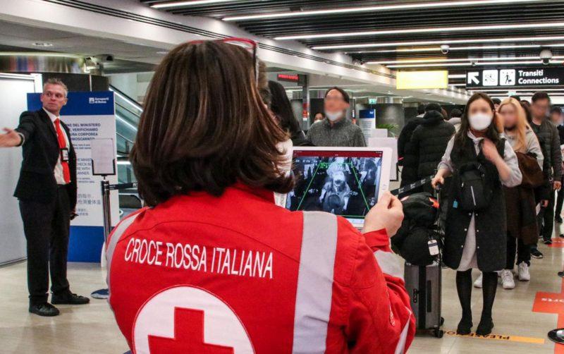 """Finti volontari Croce Rossa offrono tamponi gratuiti o chiedono donazioni in denaro, CRI: """"Nessuna attività autorizzata"""""""
