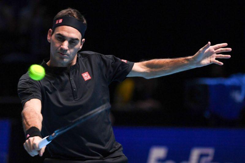 Federer operato al ginocchio, saltera' anche il Roland Garros