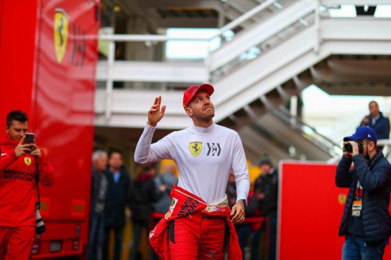 Vettel il piu' veloce nei test di Barcellona, problema per Hamilton