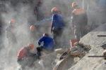 Terremoto 5.7 tra Iran e Turchia: 7 morti di cui 3 bambini. Si scava per trovare i dispersi
