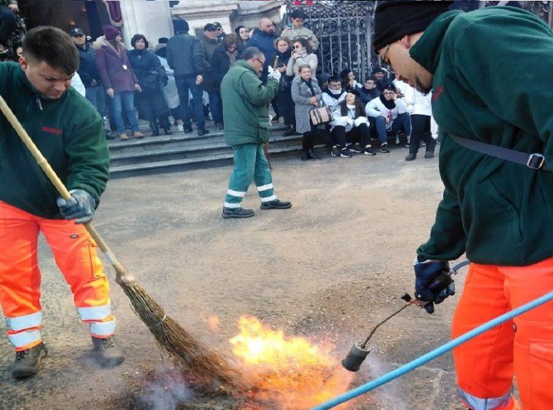 Post festa di Sant'Agata, via alla pulizia di piazze e strade per il ripristino della regolare circolazione
