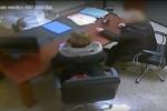 Pensione di accompagnamento per la madre non invalida: in manette un medico e due donne – VIDEO