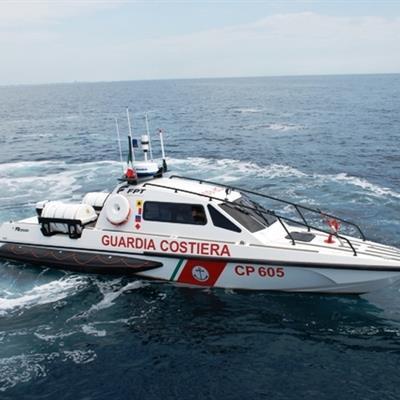Tragedia sfiorata a Lampedusa: soccorso barchino con 17 migranti, 6 erano in mare